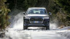 Nuova Audi Q5 2017: il frontale sfoggia una griglia ridisegnata e fari a matrice di led