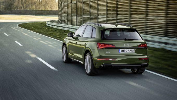 Nuova Audi Q5 2020: visuale di 3/4 posteriore