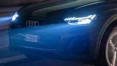 Nuova Audi Q5 2021, la firma luminosa dei fari anteriori full LED