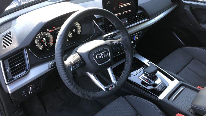 Nuova Audi Q5 Sportback PHEV: l'abitacolo con finiture di ottima qualità