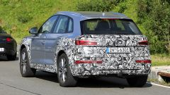 Nuova Audi Q5: vista posteriore in movimento