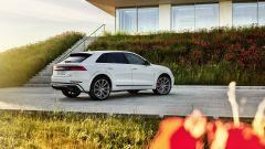 Audi Q8 TFSI e quattro, plug-in hybrid maxi-SUV coupé. Prezzi - Immagine: 15