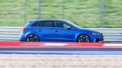 Nuova Audi RS 3 Sportback alla frusta in autodromo