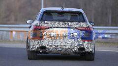 Nuova Audi RS3: la coda della Sportback a due volumi con i grandi tubi di scarico ovali