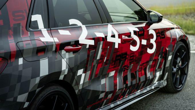 Nuova Audi RS3 Sportback 2021: le camuffature con l'ordine di accensione dei cilindri
