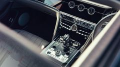 Nuova Bentley Flying Spur V8: la plancia e il display, ora