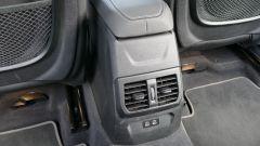 Nuova BMW 118i Sport DCT: il mobiletto con le bocchette d'areazione e le due prese USB posteriori