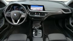 Nuova BMW 118i Sport DCT: una vista completa della plancia