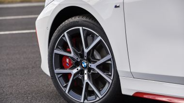 Nuova BMW 128ti: cerchi da 18, pinze freno rosse e sospensioni derivate dalla M135i xDrive