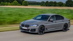 BMW 545e xDrive, Serie 5 plug-in hybrid si fa in 6 (cilindri) - Immagine: 1