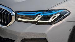 BMW 545e xDrive, Serie 5 plug-in hybrid si fa in 6 (cilindri) - Immagine: 13