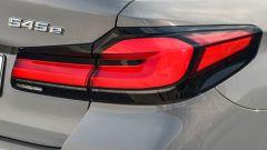 BMW 545e xDrive, Serie 5 plug-in hybrid si fa in 6 (cilindri) - Immagine: 14