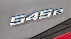 BMW 545e xDrive, Serie 5 plug-in hybrid si fa in 6 (cilindri) - Immagine: 15