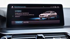 BMW 545e xDrive, Serie 5 plug-in hybrid si fa in 6 (cilindri) - Immagine: 19