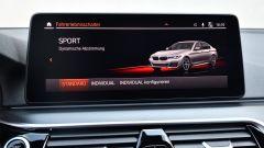 BMW 545e xDrive, Serie 5 plug-in hybrid si fa in 6 (cilindri) - Immagine: 21