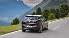 Nuova BMW i3S 2018: più potenza con la modalità Sport - Immagine: 10