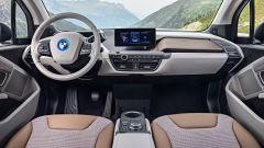 Nuova BMW i3S 2018: più potenza con la modalità Sport - Immagine: 11
