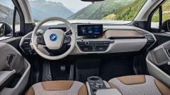 Nuova BMW i3S 2018: più potenza con la modalità Sport - Immagine: 12