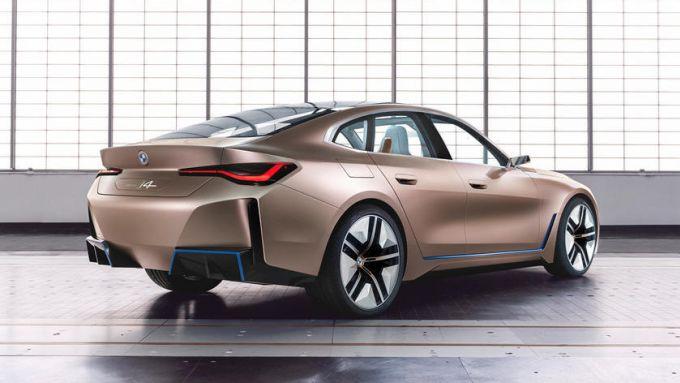 Nuova BMW i4: la coda del concept