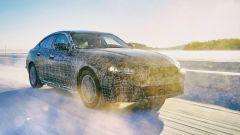 BMW i4, test invernali