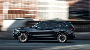 Nuova BMW iX3: aggiornamenti di stile, negli interni e nei contenuti tecnologici