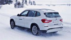 BMW iX3: avvistato il SUV elettrico e plug-in - Immagine: 2