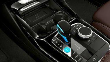 Nuova BMW iX3: il tunnel centrale con i comandi per il setup del SUV e la leva del cambio