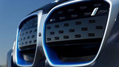 Nuova BMW iX3: la calandra a doppio rene è un po' più grande di prima