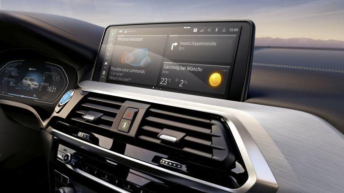 Nuova BMW iX3: l'impianto multimediale con il nuovo sistema operativo BMW