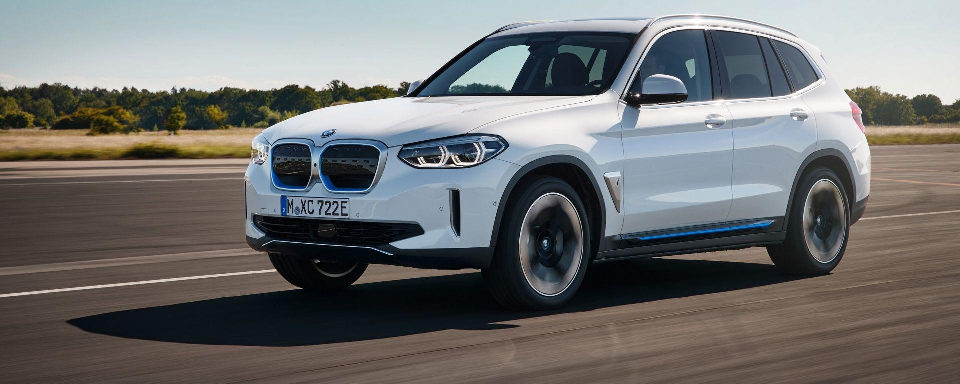 Nuova BMW iX3: visuale di 3/4 anteriore
