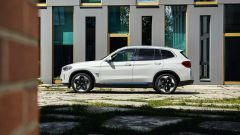 Nuova BMW iX3: visuale laterale
