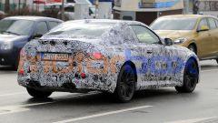 Nuova BMW M2 Coupé: sotto la mimetizzazione si intuiscono forme e proporzioni