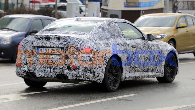 Nuova BMW M2 Coupé: spalle larghe e quattro terminali per riconoscerla