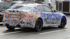 Nuova BMW M2 Coupé: sulla coda compaiono i quattro terminali di scarico