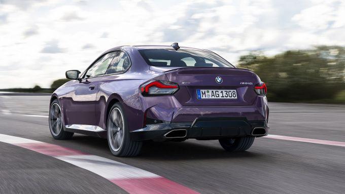 Nuova BMW M240i xDrive Coupé: 374 CV di potenza