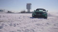Nuova BMW M3 2021: drifting sulla neve in pista a Jarama