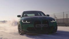 Nuova BMW M3 2021 in derapage sulla neve