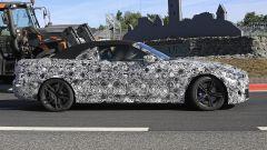 Nuova BMW M4 Cabrio 2020: vista laterale
