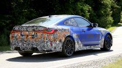 Nuova BMW M4 Coupé 2020: fianchi larghi e fari a LED davanti e dietro