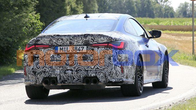 NUova BMW M4 Coupé 2020: la coda con i 4 tubi di scarico e i fari a LED
