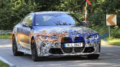 Nuova BMW M4 Coupé 2020: la grande e discussa calandra che definisce lo stile dell'avantreno
