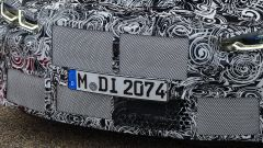 Nuova BMW M4, la calandra a doppio rene (ancora seminascosta)