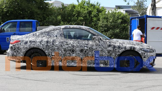 Nuova BMW M4: visuale laterale