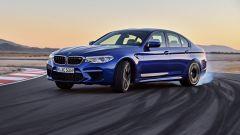 BMW M5 2018, da aprile anche il Competition Package. 625 cv - Immagine: 1