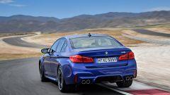 BMW M5 2018, da aprile anche il Competition Package. 625 cv - Immagine: 4