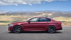 BMW M5 2018, da aprile anche il Competition Package. 625 cv - Immagine: 17