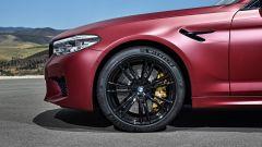 BMW M5 2018, da aprile anche il Competition Package. 625 cv - Immagine: 18
