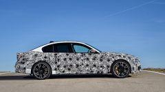 Nuova BMW M5: vista laterale