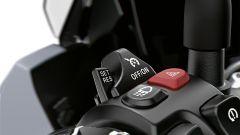 Nuova BMW S1000 XR: il blocchetto sinistro con i comandi del cruise control