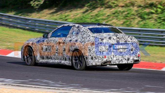 Nuova BMW Serie 2 Coupé: collaudi in pista per la sportiva tedesca